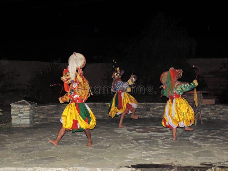 Danse folklorique traditionnelle du Bhutan images stock