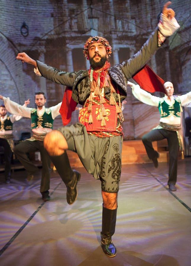 Danse folklorique turque à Istanbul, Turquie photos stock