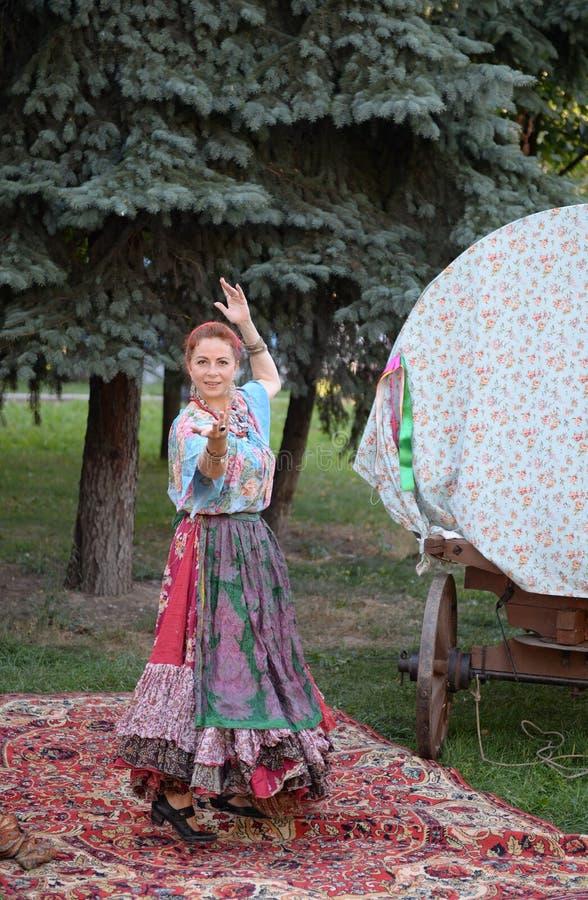 Danse gitane sur le boulevard Moscou de Strastnoy image libre de droits