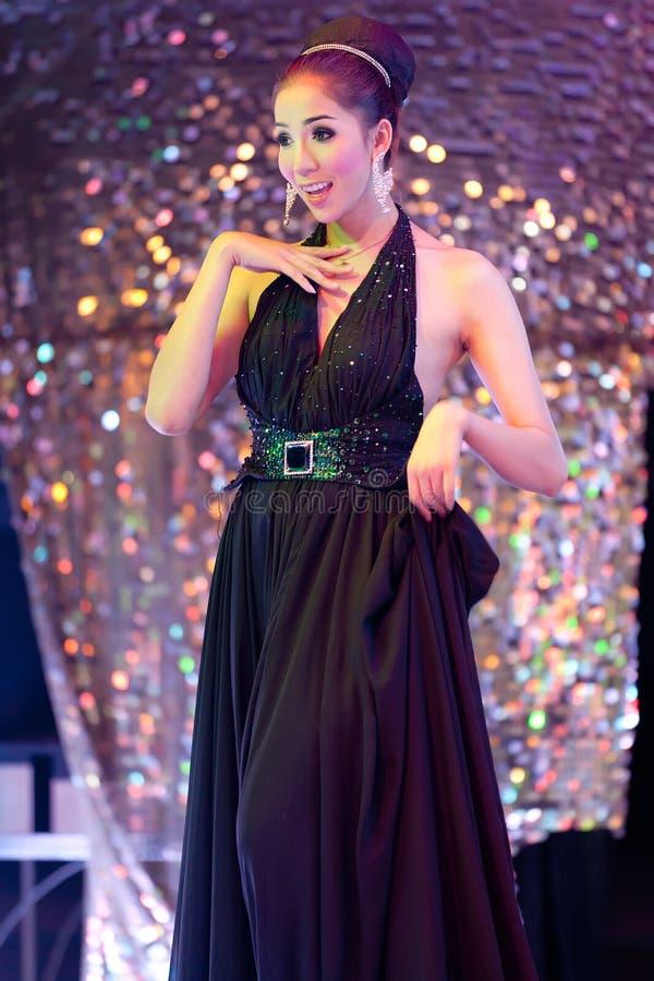 Danse ladyboy thaïe photo libre de droits