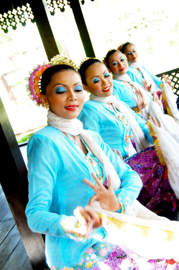 Danse malaise traditionnelle (Joget) image stock