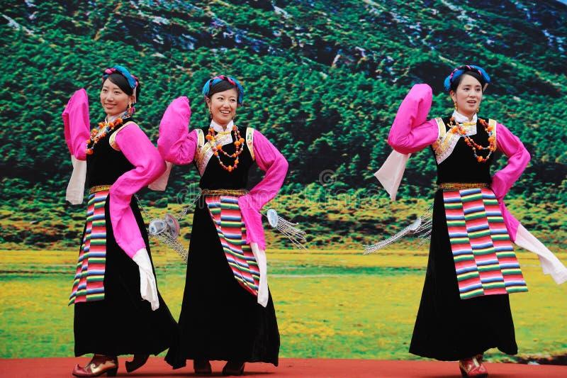 Danse tibétaine de femmes photo libre de droits