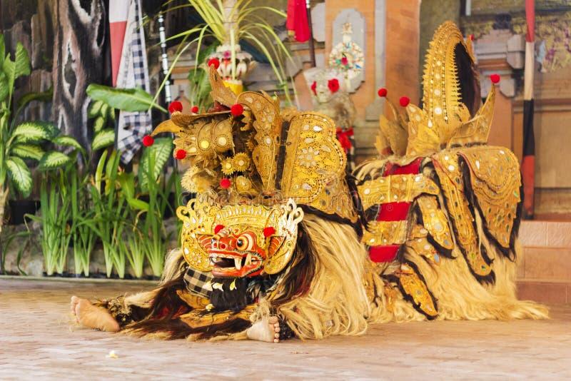 Danse traditionnelle de Balinese avec Barong photos libres de droits