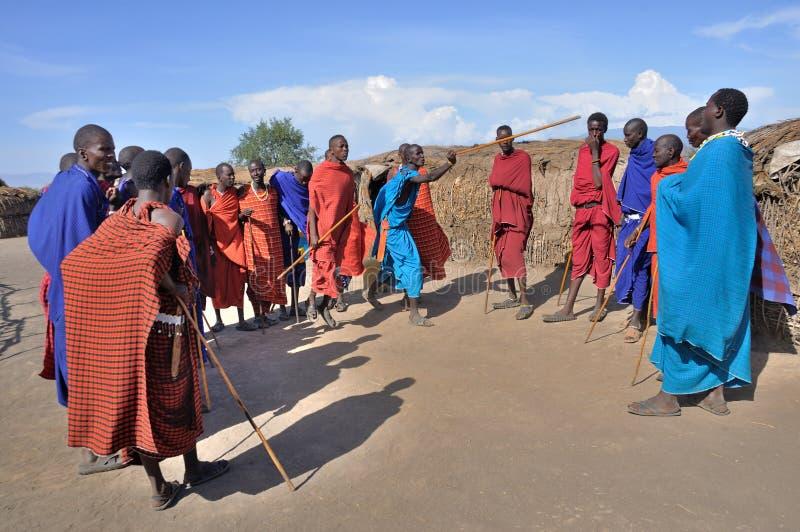 Download Danse Traditionnelle De Maasai Image stock éditorial - Image du maison, afro: 77163204
