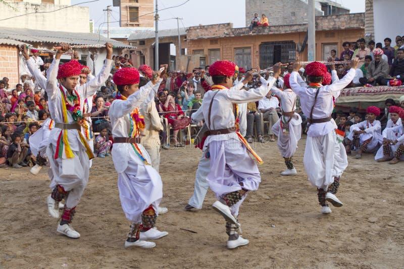 Danse traditionnelle indienne image libre de droits