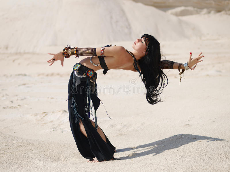 Danse tribale en sable photos stock