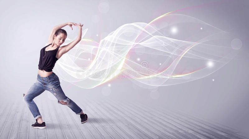 Danse urbaine de breakdancer avec les lignes blanches photos libres de droits