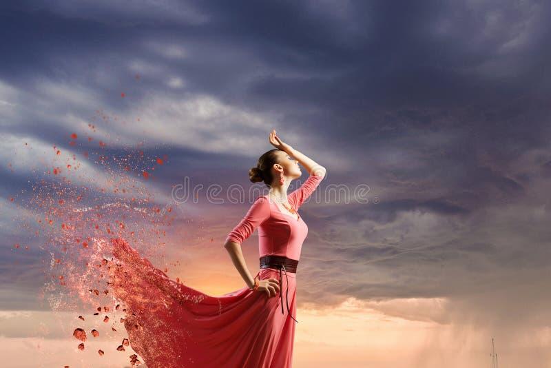 Dansen är hennes passion royaltyfria bilder