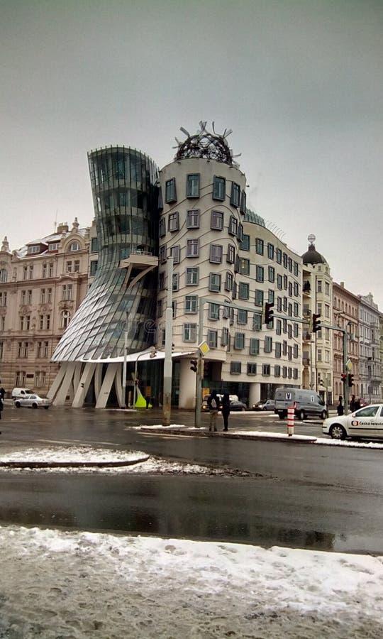 Dansend huis in mooi Praha stock foto's