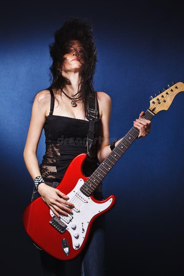 Dansend meisje met een gitaar royalty-vrije stock fotografie