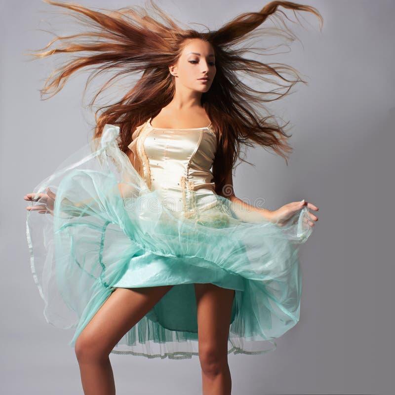 Dansend mooi meisje royalty-vrije stock foto