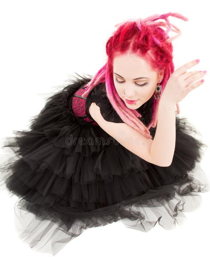 Dansend roze haarmeisje royalty-vrije stock afbeelding