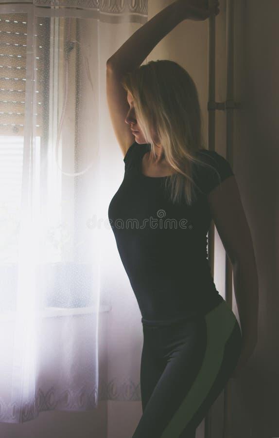 Dansende blonde royalty-vrije stock foto
