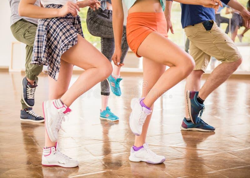 Dansende mensen royalty-vrije stock afbeeldingen