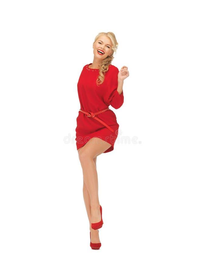 Dansende mooie vrouw in rode kleding stock foto's