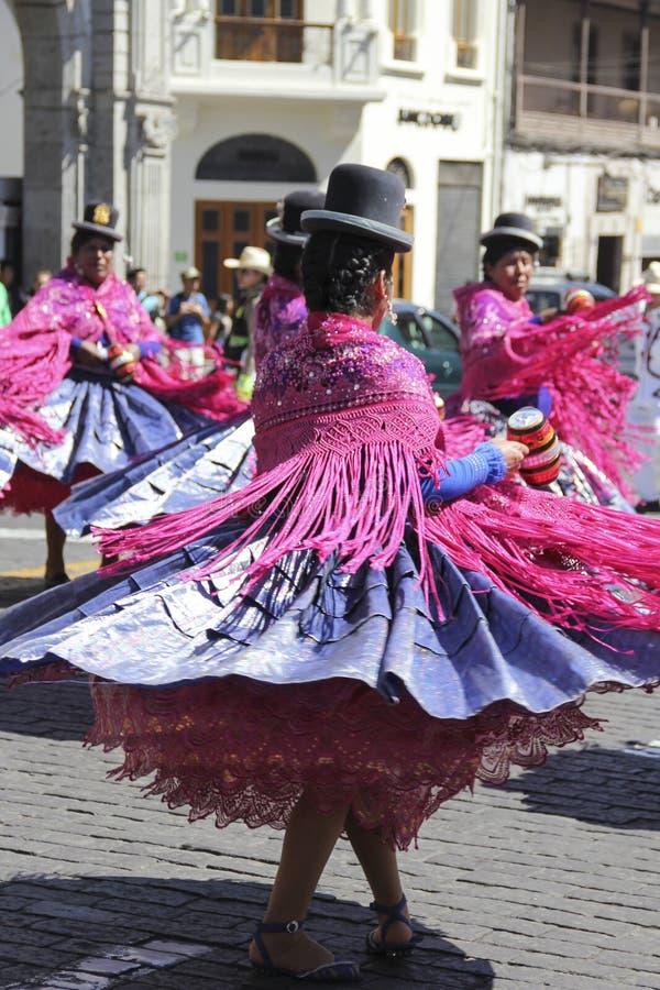Dansende Peruviaanse vrouwen royalty-vrije stock foto