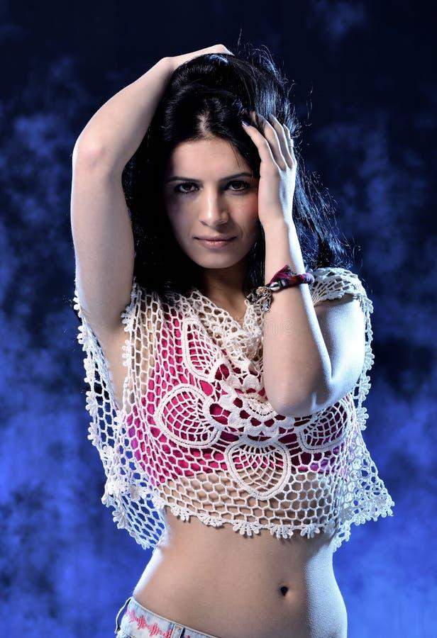 Download Dansende vrouw stock afbeelding. Afbeelding bestaande uit dancing - 39100635