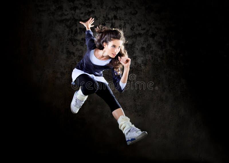 Dansende vrouw die omhoog springt. royalty-vrije stock fotografie
