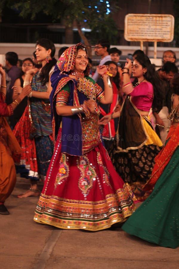 Danser bij navratri fastival India stock foto's