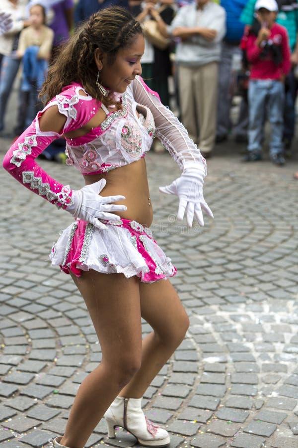 Danser die voor Carnaval het openen van Salta, Argentinië uitvoeren stock afbeeldingen