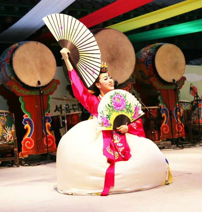 Danser Koreaan stock afbeeldingen
