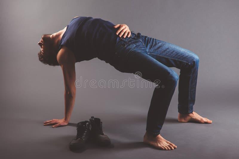 Danser Stretching royalty-vrije stock fotografie