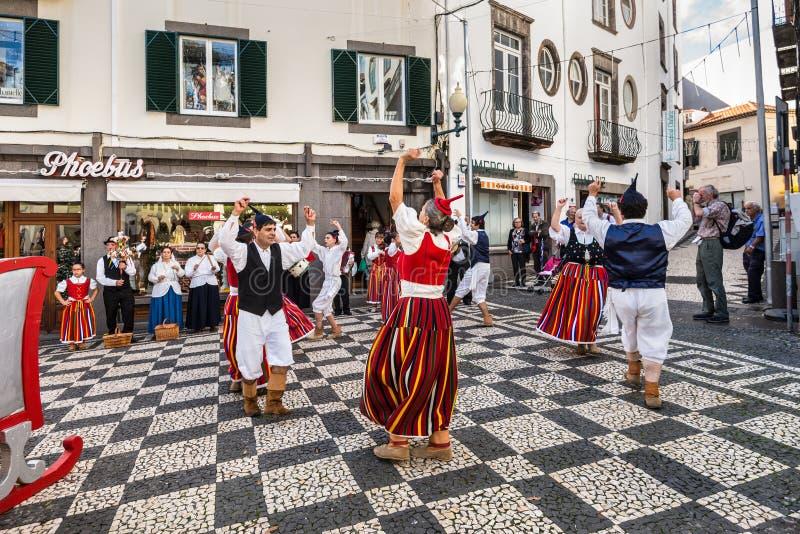 Dansers op de straat in Funchal, Portugal royalty-vrije stock afbeeldingen