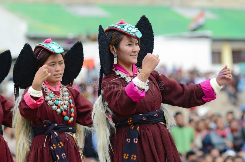 Dansers op Festival van Erfenis Ladakh stock afbeeldingen