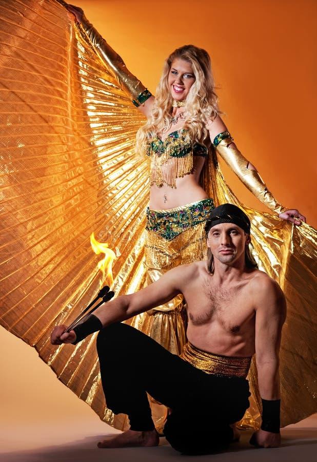 Danseur arabe avec hommes beaux image libre de droits