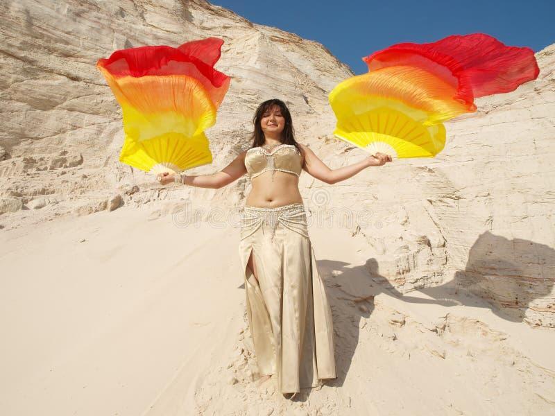 Danseur avec le foulard photographie stock libre de droits