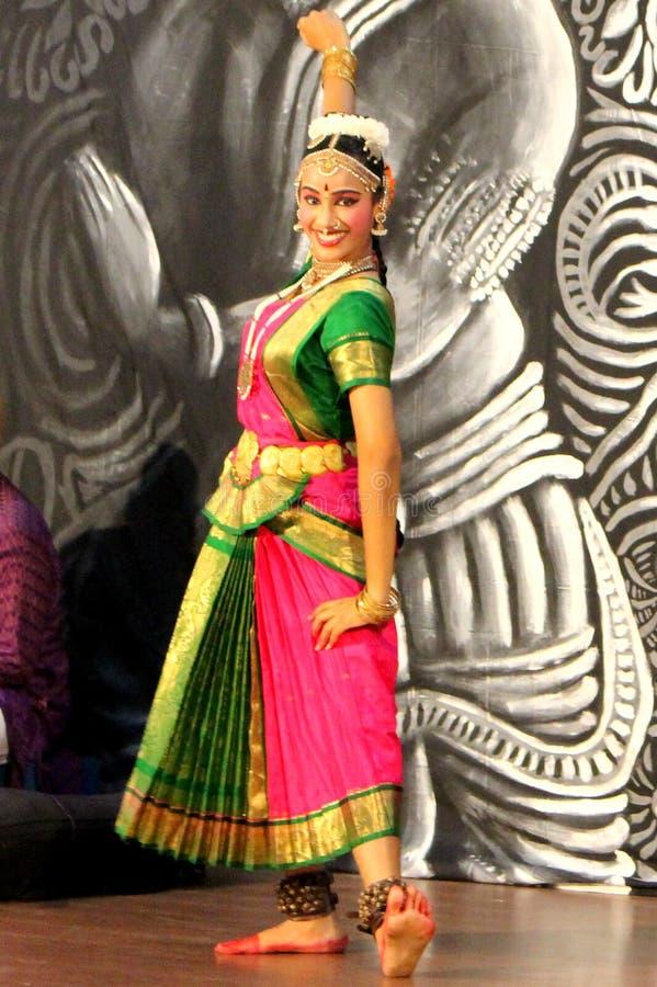 Danseur classique indien photo stock