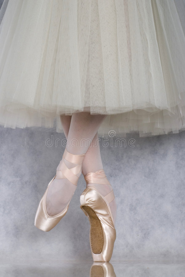 Danseur dans le pointe de ballet photos stock