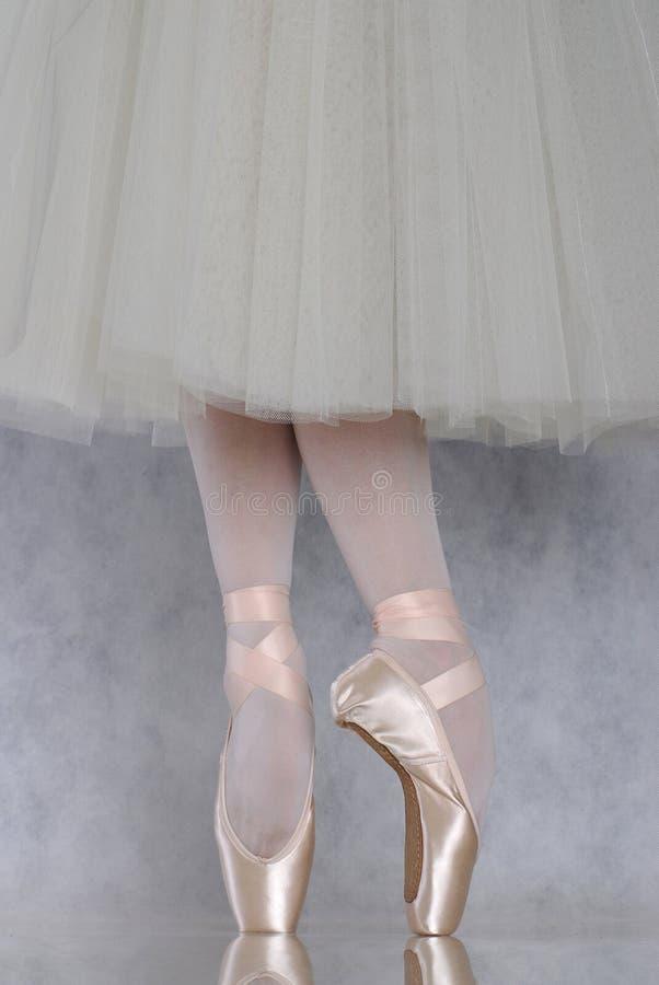 Danseur dans le pointe de ballet photos libres de droits
