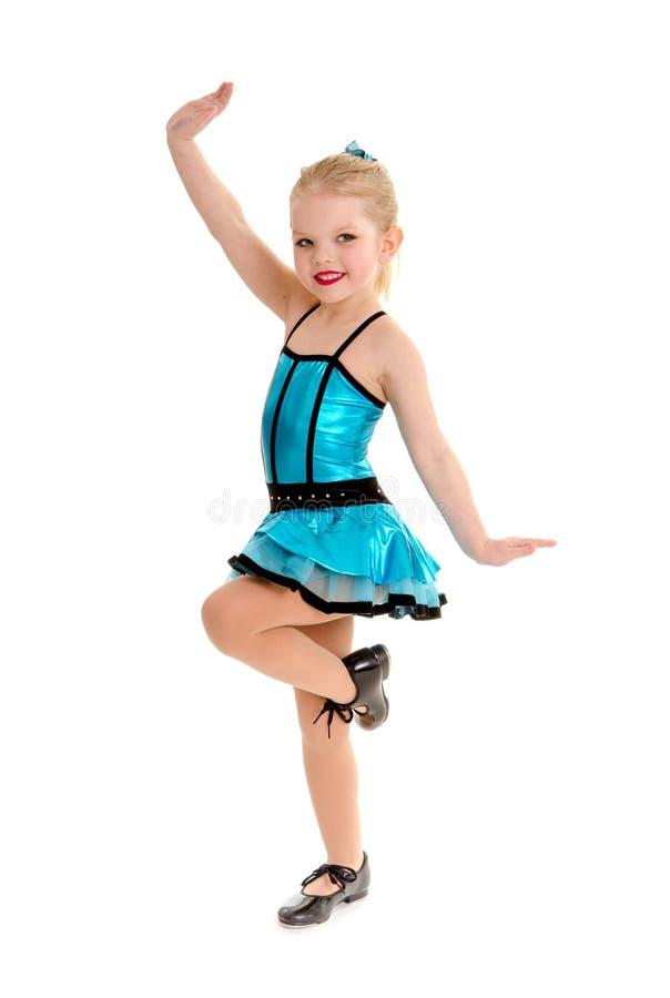 Danseur de claquettes mignon et impertinent d'enfant dans le costume photo stock
