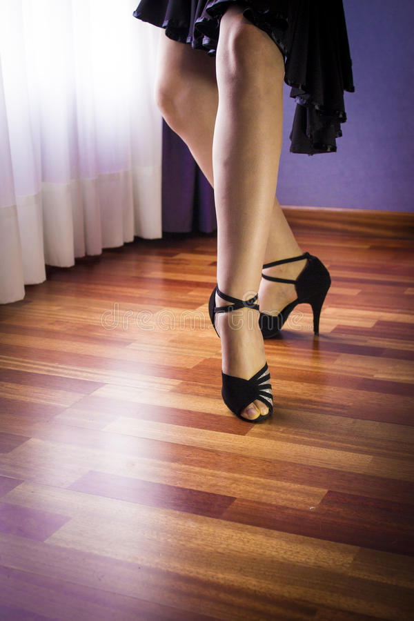 Danseur de Salsa seul dansant images stock