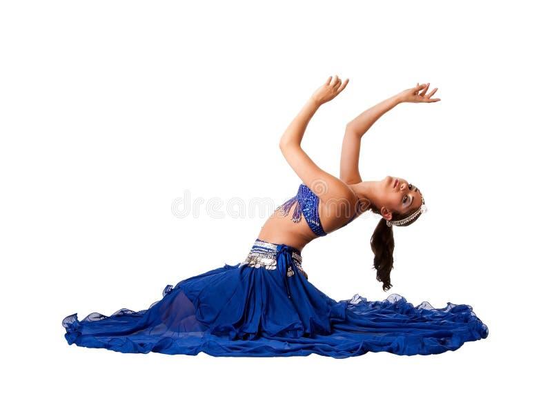 Danseur de ventre s'asseyant sur l'étage image libre de droits