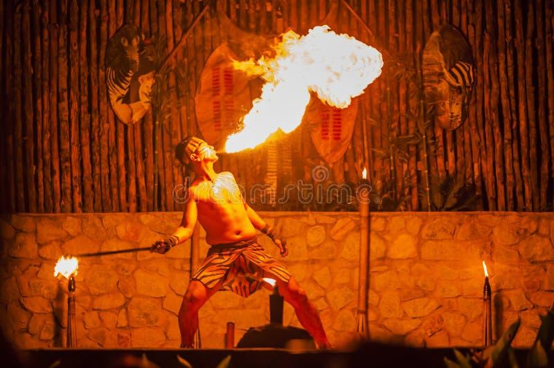 Danseur du feu image stock