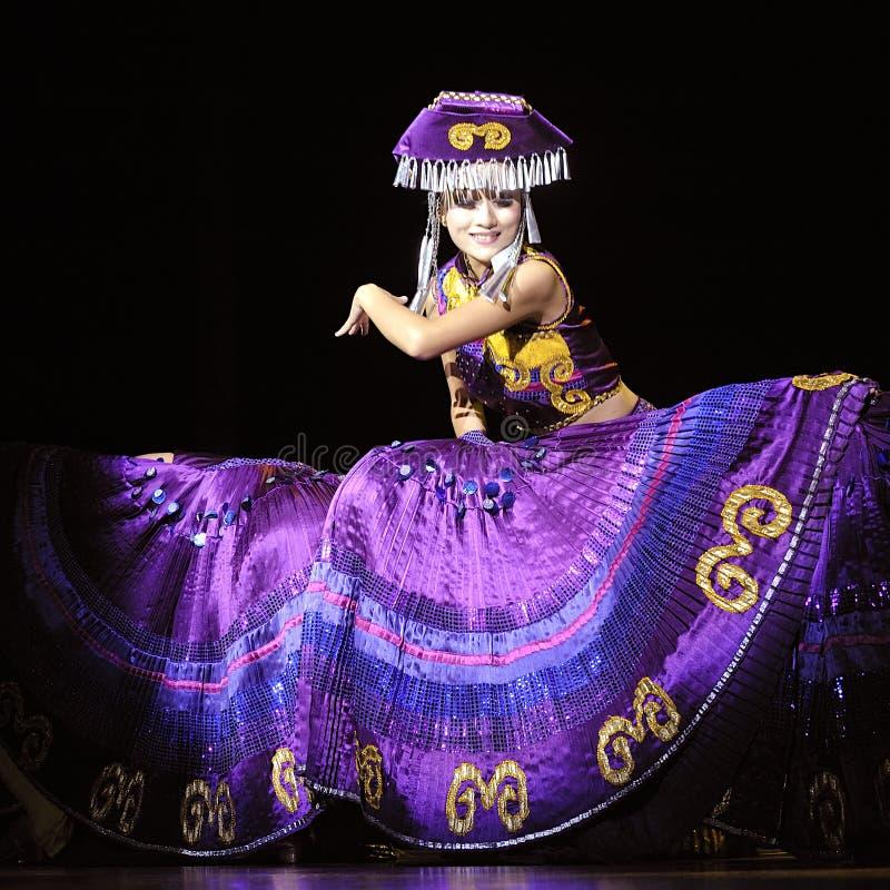 Danseur ethnique chinois de Yi photographie stock libre de droits