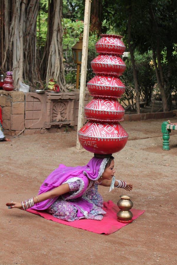 Danseur folklorique de Rajasthani - Inde photographie stock libre de droits