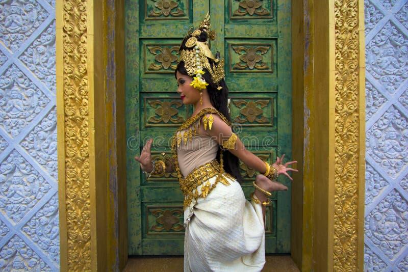 Danseur Performance d'Apsara dans le temple images libres de droits
