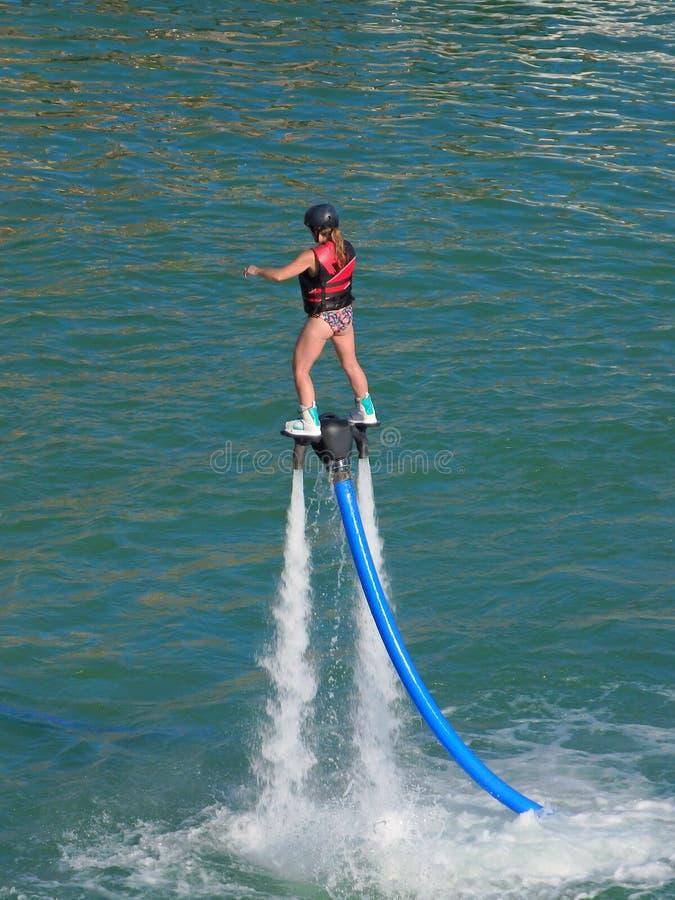 Danseur sur un jet d'eau sur le fleuve Colorado images libres de droits