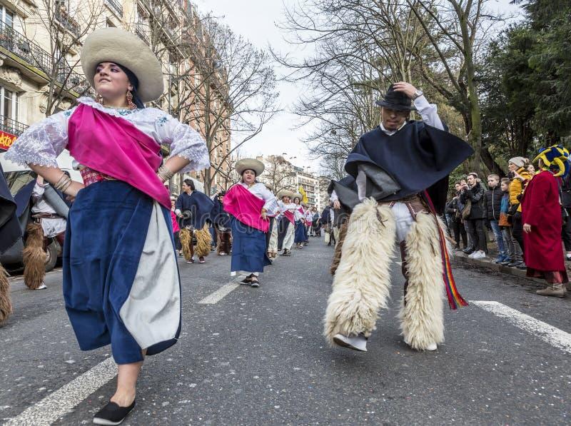 Danseurs équatoriens de rue - Carnaval De Paris 2018 photos stock