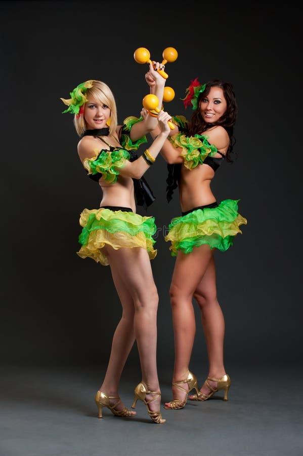 Danseurs avec des maracas photographie stock