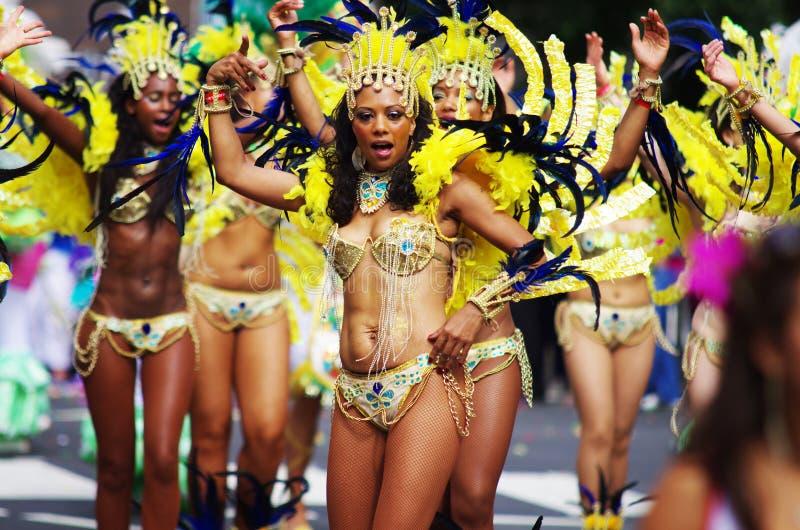 Danseurs d'une rue au carnaval de Londres Notting Hill image stock