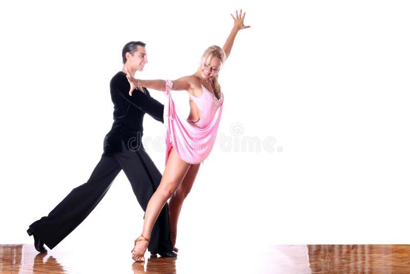 Danseurs dans la salle de bal images stock