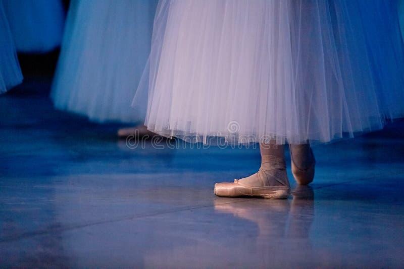 Danseurs de ballet dans des chaussons photos libres de droits