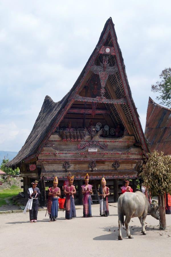 Danseurs de Batak sur l'île de Samosir photographie stock libre de droits