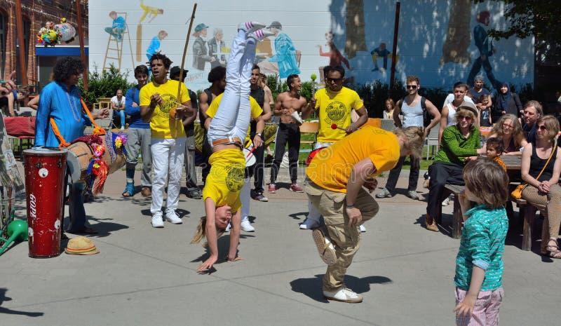 Danseurs de Capoeira dans la représentation au festival dans le monsieur image libre de droits