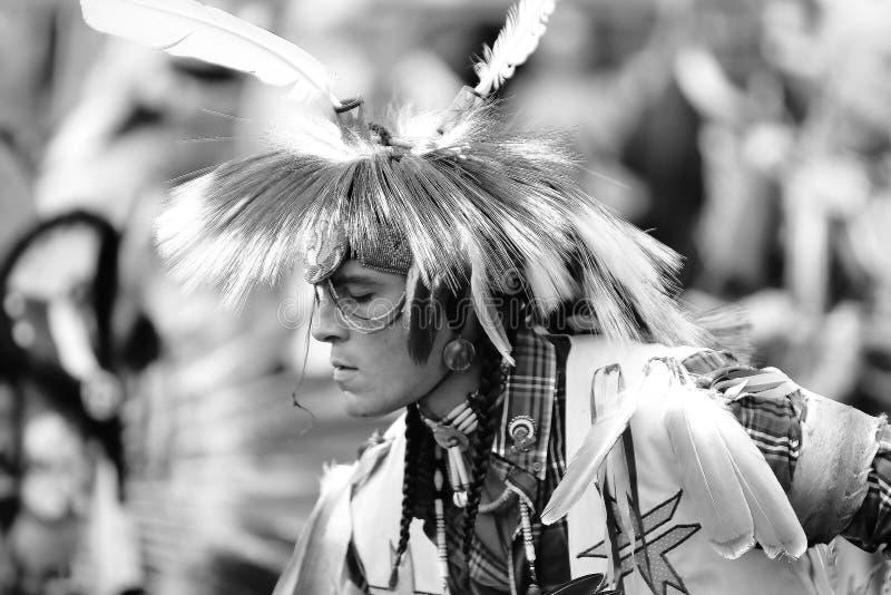 Danseurs de prisonnier de guerre de natif américain wouah photo libre de droits