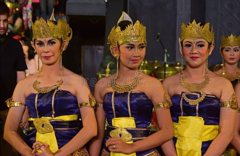 Danseurs féminins de Javanese dans le vêtement traditionnel connu sous le nom de Dhodot image stock
